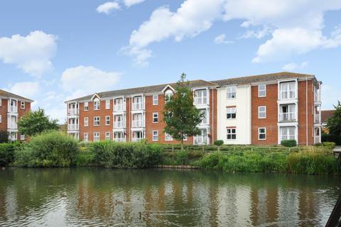 2 bedroom flat for sale - Guillemot Way,  Aylesbury,  HP19