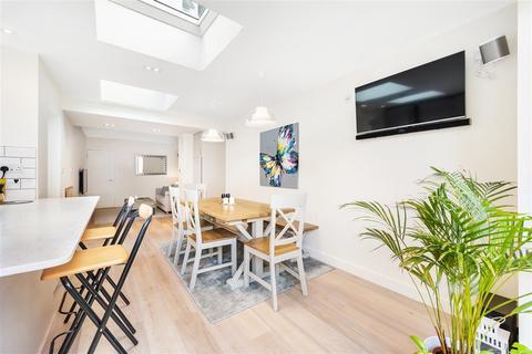 2 bedroom flat to rent - Almeric Road, SW11