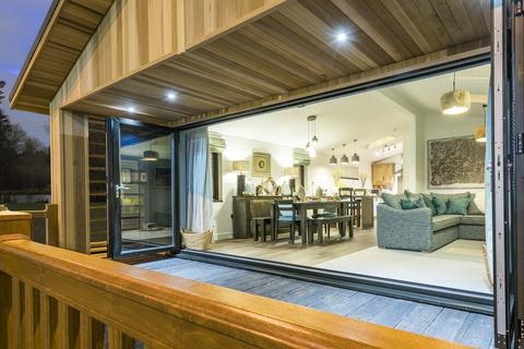 4 bedroom holiday lodge for sale - Buy-to-let Luxury Lodge at Belvedere Resorts, Belvedere Resorts, Ardencraig Road G45
