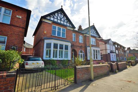 4 bedroom semi-detached house for sale - Scalby Road, Scarborough