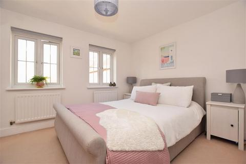4 bedroom end of terrace house for sale - Wellswood, Haywards Heath, West Sussex