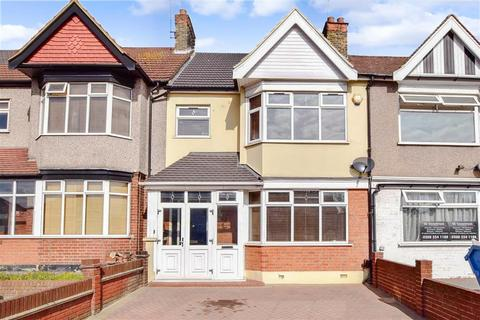 3 bedroom terraced house for sale - Eastern Avenue, Ilford, Essex