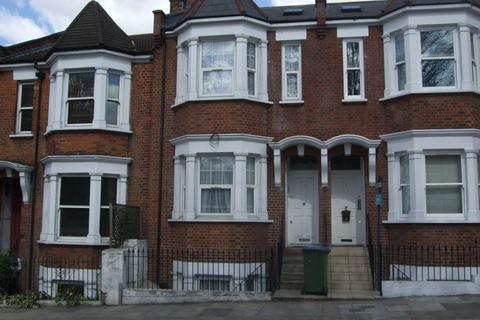 4 bedroom terraced house to rent - Hillreach road , London SE18