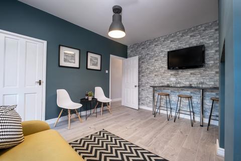 4 bedroom house share to rent - Marsh House Lane,  Warrington, WA2
