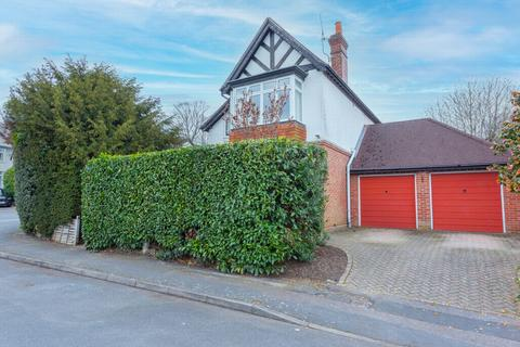 4 bedroom detached house for sale - Manor Road, Farnborough, GU14