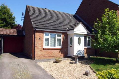 2 bedroom semi-detached bungalow to rent - Knowles Close, Rushden, Northamptonshire. NN10 0DB