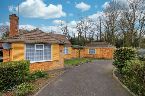 2 bedroom detached bungalow for sale - Monks Close, Enfield, Middx.