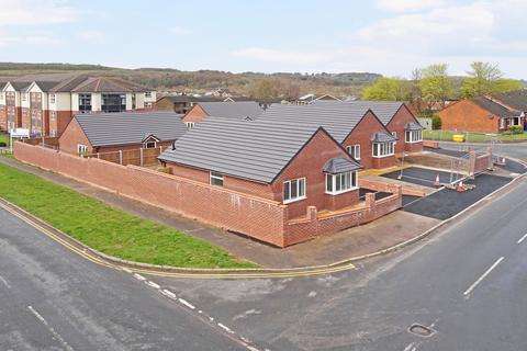 2 bedroom detached bungalow for sale - Loomer Road, Chesterton, Newcastle