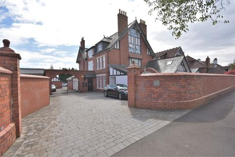 3 bedroom penthouse to rent - Flat 5, 66 Victoria Road