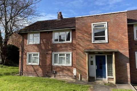 2 bedroom apartment for sale - Gladwyn Road, Wrexham