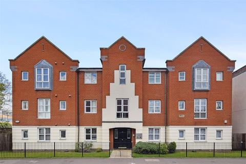 2 bedroom flat to rent - Centennial Court, High Street, Rickmansworth, Hertfordshire, WD3