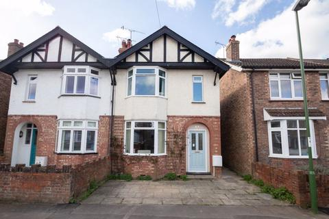 3 bedroom semi-detached house for sale - Cambrai Avenue, Chichester