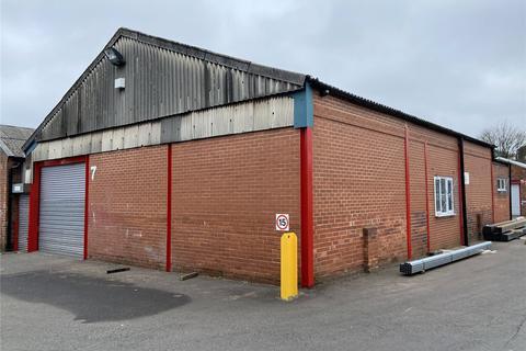 Distribution warehouse to rent - Peacocks Industrial Estate, Providence Street, Cradley Heath, West Midlands, B64