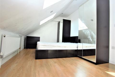 1 bedroom flat to rent - North Circular Road, Palmers Green N13