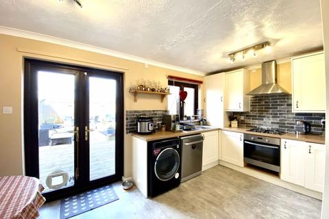 4 bedroom end of terrace house for sale - Guthrie Close, Calne