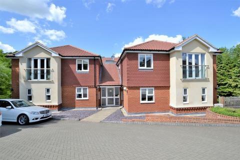 2 bedroom apartment to rent - Croydon Road, Caterham