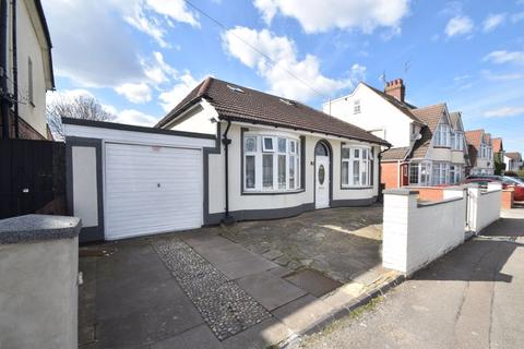 6 bedroom bungalow for sale - Arundel Road, Luton