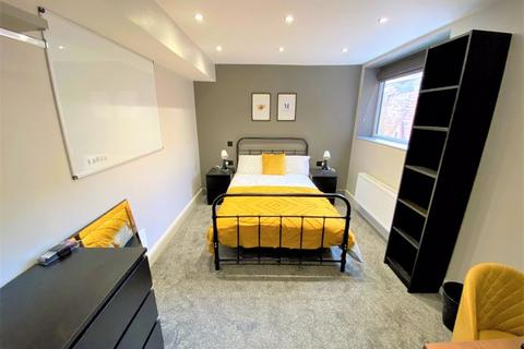 Mixed use to rent - Park Avenue, Swinton