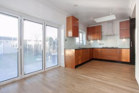 4 bedroom house to rent - Babbacombe Gardens, Ilford