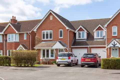 3 bedroom end of terrace house for sale - Grebe Close, Westbourne