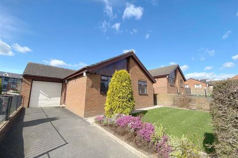 2 bedroom detached bungalow to rent - Hayes Close, Leek, Staffordshire