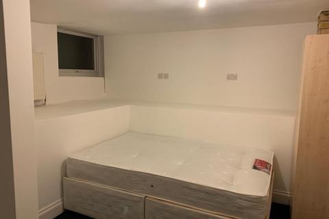 2 bedroom flat to rent - Chatsworth Road, London