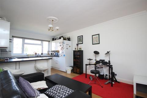 3 bedroom flat to rent - Michelle Court, Shaa Road, Acton W3 7LW