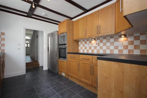 5 bedroom terraced house to rent - Fairlop Road, Leytonstone, E11 1BW