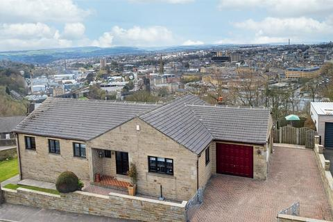 4 bedroom detached house for sale - Claremount Road, Halifax