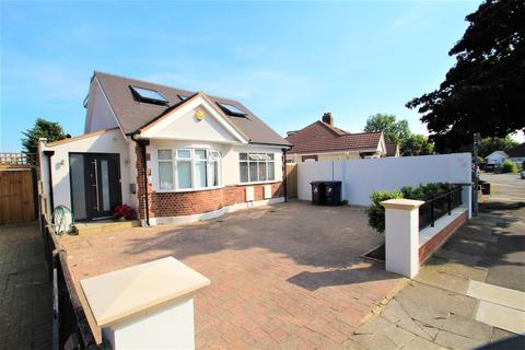 4 bedroom detached bungalow to rent - Islip Gardens, Northolt
