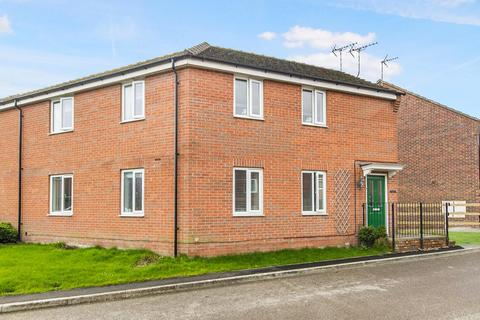2 bedroom flat for sale - Wylam Close, Clay Cross, Chesterfield