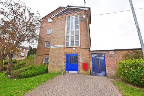 3 bedroom flat for sale - Derwent Way, Gillingham