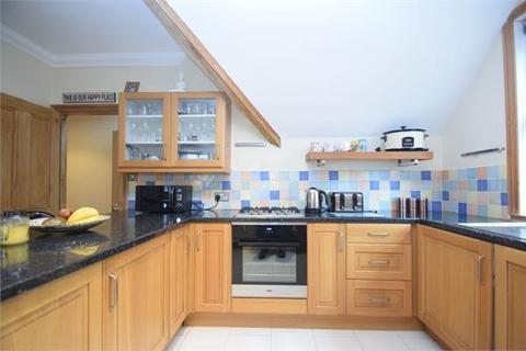 2 bedroom flat to rent - Old Orchard Road, Eastbourne