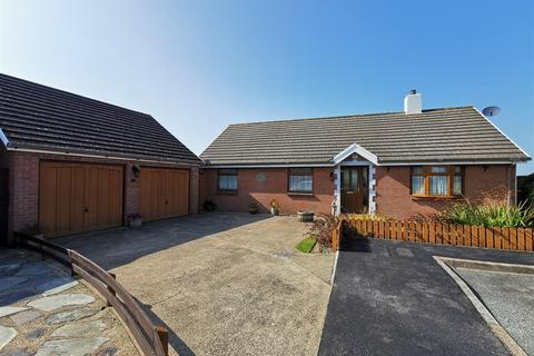 3 bedroom detached bungalow for sale - 10 Maes Awel, Scleddau, Fishguard