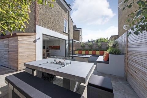 4 bedroom end of terrace house to rent - Heslop Road, SW12
