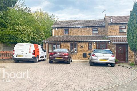 5 bedroom detached house to rent - Chilcombe Way, RG6