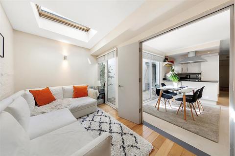2 bedroom flat for sale - Battersea Rise, SW11