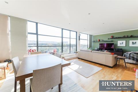 2 bedroom duplex for sale - Town Meadow, Brentford, TW8