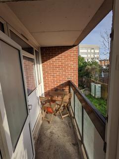1 bedroom flat to rent - Gavestone Road, London, SE12