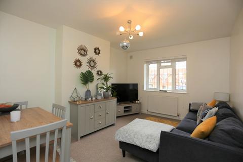 2 bedroom ground floor flat to rent - Court Farm Road, Hove