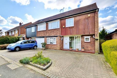 4 bedroom semi-detached house for sale - Edinburgh Drive, Ickenham, UB10