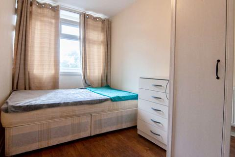 1 bedroom in a flat share to rent - London E2