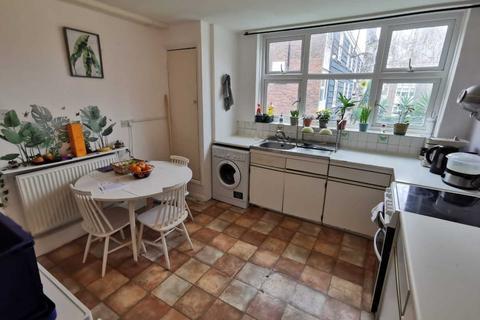 3 bedroom house share to rent - Wayford Street, Battersea, SW11