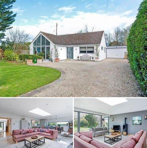 3 bedroom bungalow for sale - Stoke Road, Stoke Orchard, Cheltenham, Gloucestershire, GL52