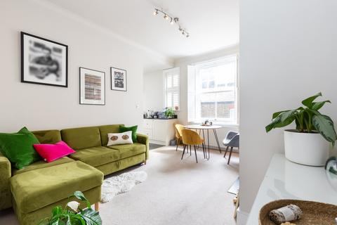 2 bedroom flat for sale - Prince Of Wales Drive, Battersea, SW11