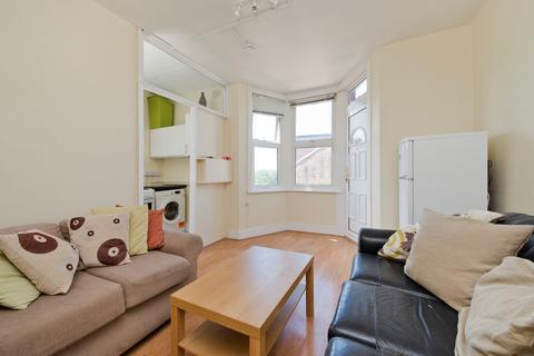 3 bedroom apartment to rent - Fulham Palace Road, London, W6