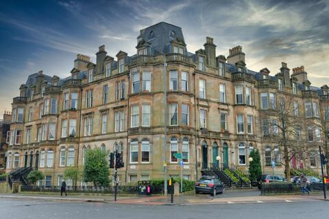 3 bedroom flat for sale - Queens Drive, Flat 3/2, Queens Park, Glasgow, G42 8BJ