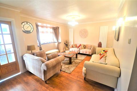 4 bedroom terraced house to rent - Chalgrove Crescent, Ilford, IG5