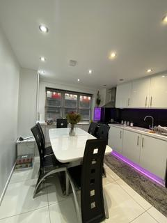 3 bedroom flat to rent - Block 5, London  E3