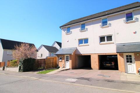 3 bedroom townhouse for sale - Donalds Court, Dundee, DD2 2TN
